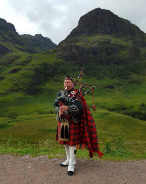 We came upon this piper in the highlands at one of our stops.